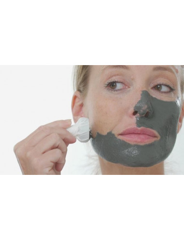 Application of the Skineance magnetic face mask